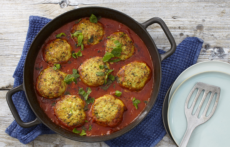 Fischfrikadellen-in-pikanter-Tomatensauce-geschmort-Rezepte-Hauptgerichte-780x500