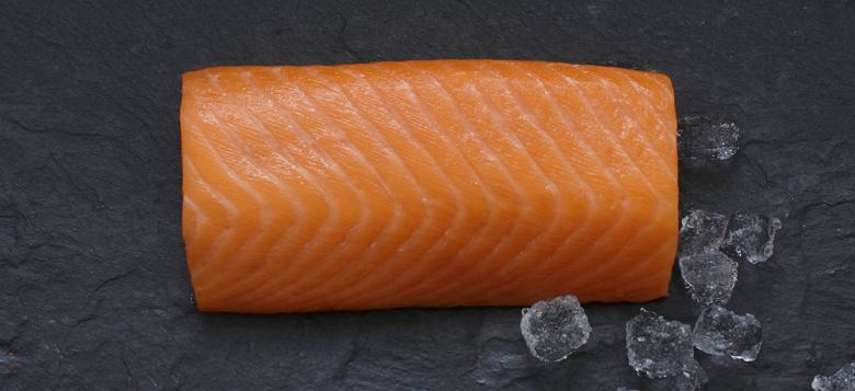 Lachs-Ruckenfilet-in-Sushi-Sashimi-Qualitaet-Produkte-Fische-Lachs-780x400