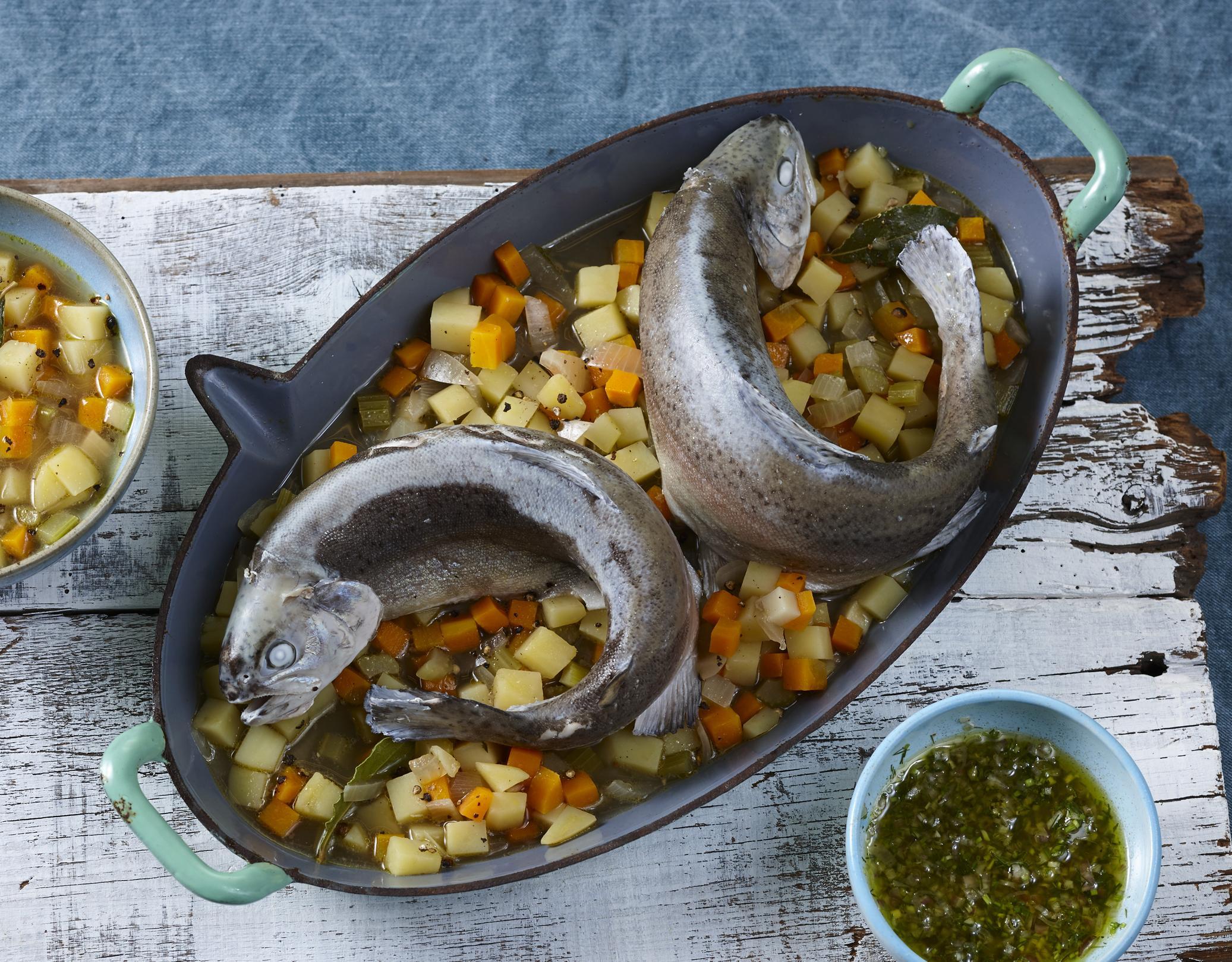 Rezepttipp: Forelle blau mit Schalotten-Vinaigrette