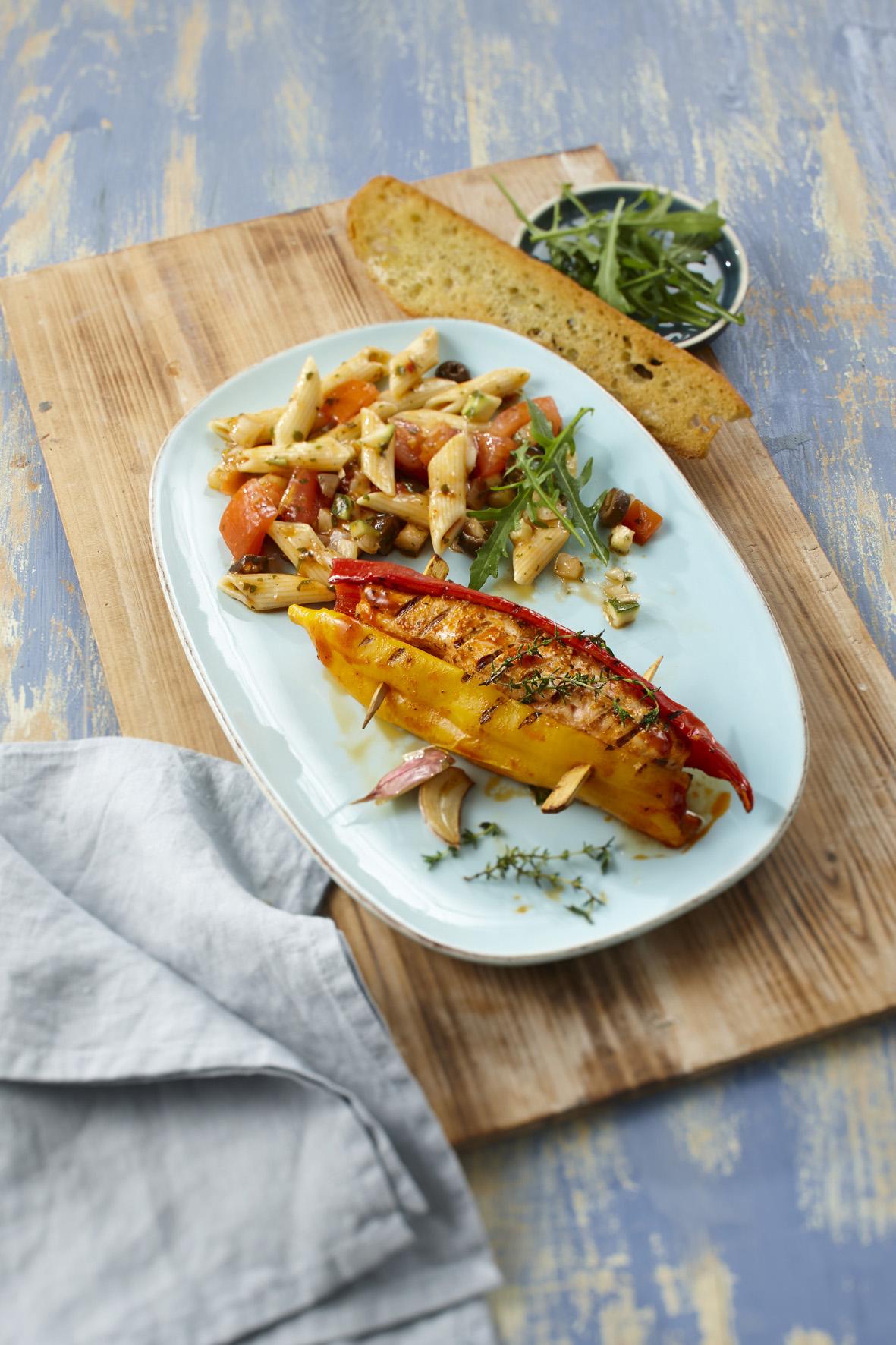 Mit lachs und forelle raffiniert anfeuern gastronomie for Paprika grill bremerhaven