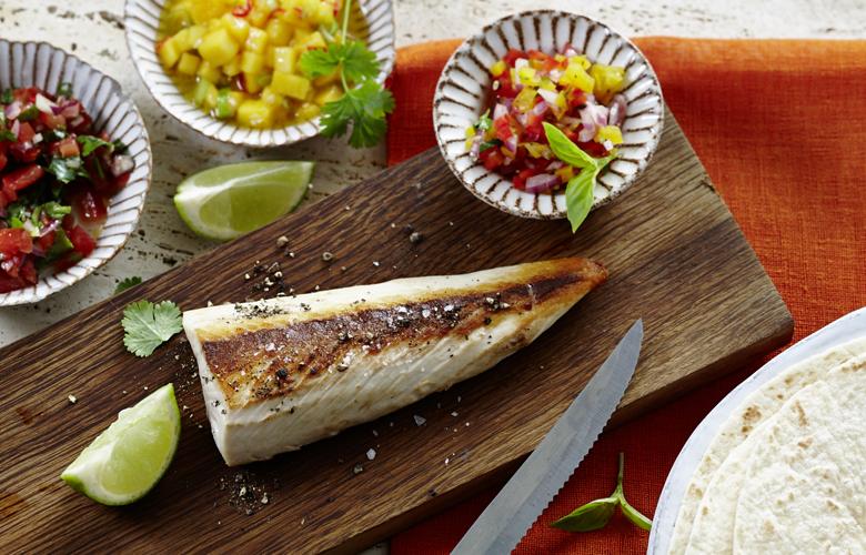 Gelbschwanzmakrele-mit-Tortillas-und-Salsa-780x500