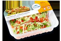 Frischer-Fisch-aus-dem-Kuehlregal-Lachsfilet-Tomate-Pesto-Produkte-Spezialitaeten