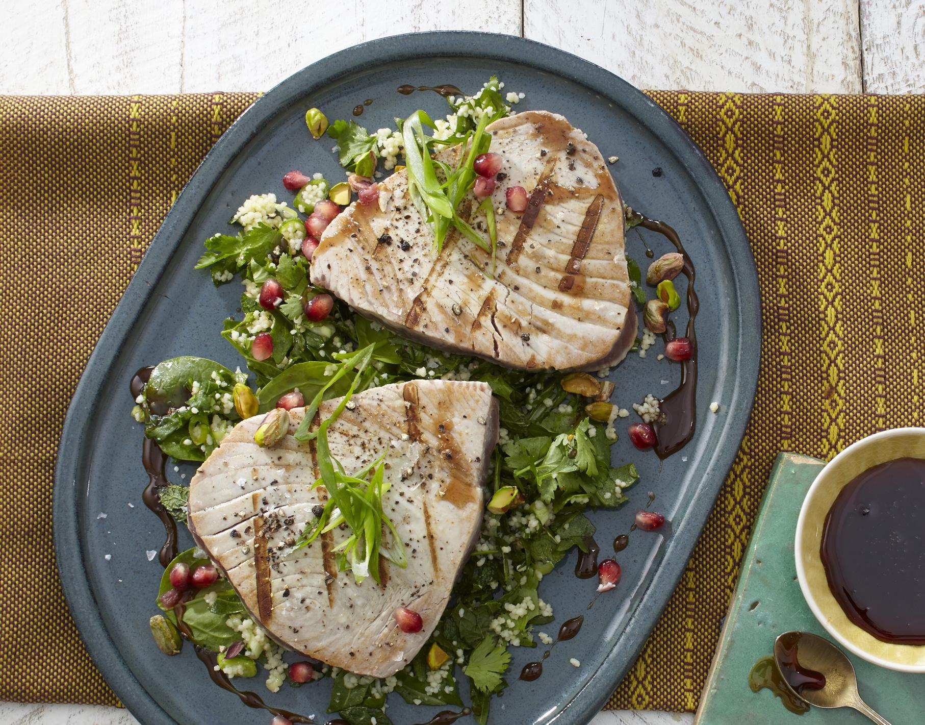 Thunfischsteak auf Couscous-Salat