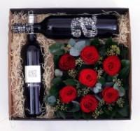 Luxusni darkova kvetinova krabicka   plna rudych ruzi na dve lahve vina 3