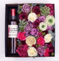 Luxusni darkova kvetinova krabicka   plna rezanych kvetin   velka na jednu lahev vina