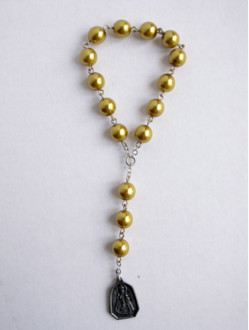 Glass Infant Jesus Chaplet - Gold