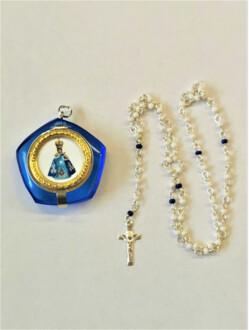 Medailon s obrázkem Jezulátka plněný růžencem