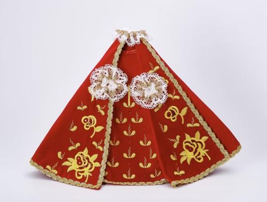 Šaty 35cm / 13.78in (na dřevěnou sošku Pražského Jezulátka 42cm / 11.81in) – červené - vzor Růže