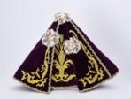Šaty 40cm / 15.75in (na pryskyřicovou sošku Pražského Jezulátka 48cm / 18.89in) – fialové - vzor Klasy
