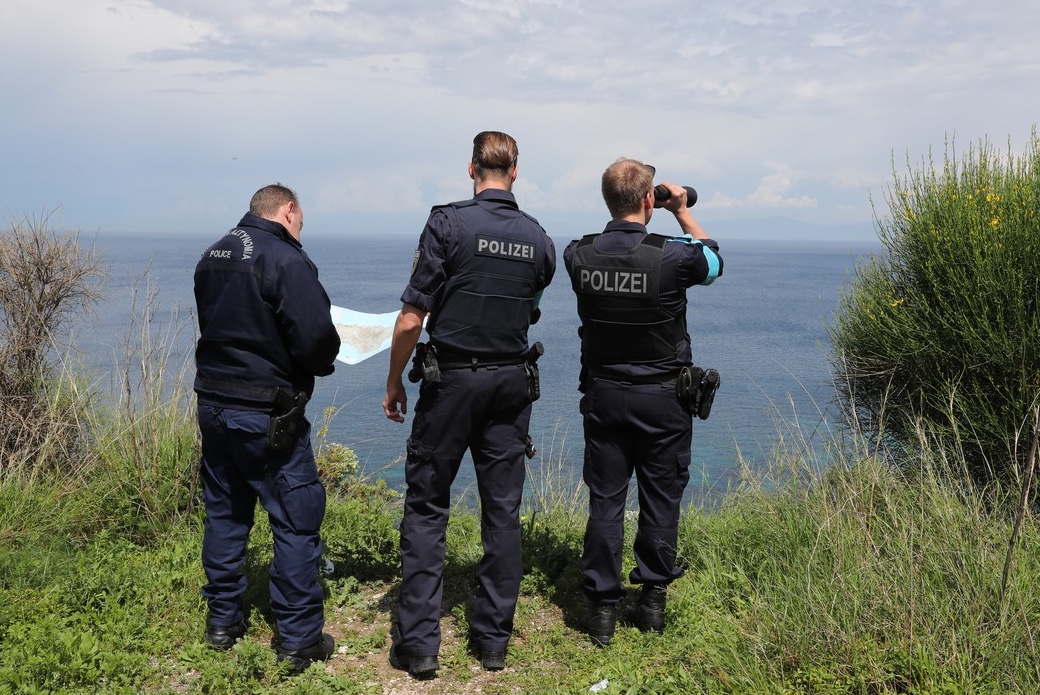Frontex guards in Greece could be armed by summer