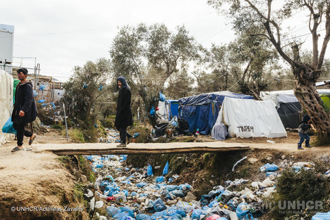 Greek island riots require measured response, says EU