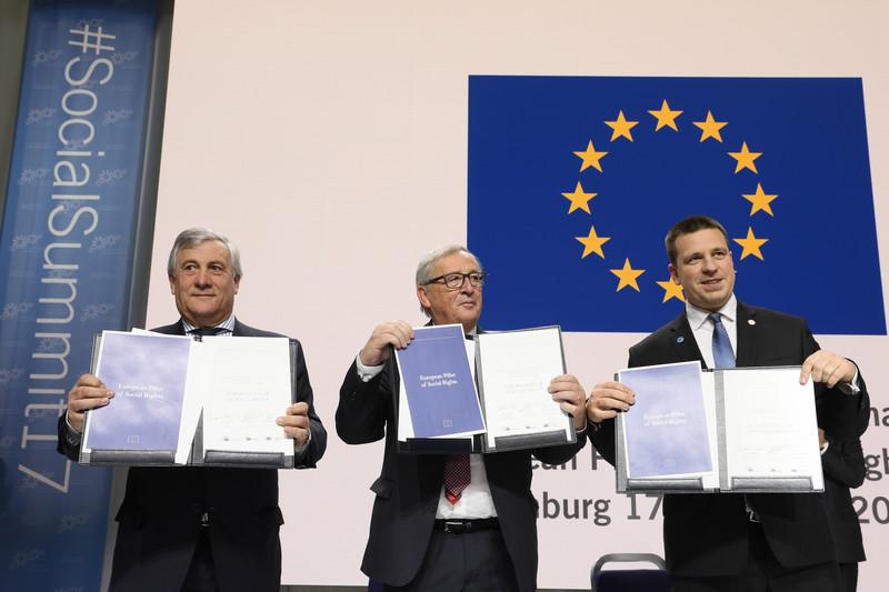 """Göteborg, Consiglio Europeo: I leader europei, preoccupati del montante populismo, promettono di impegnarsi sul """"sociale"""". 60fb96d7149385004e72a42daae0201d-800x"""