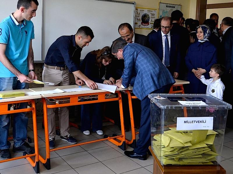 Elezioni generali in Turchia. Il partito di Erdogan perde la maggioranza assoluta. 7cfd439dfef246d9156434962e9e03c8-800x