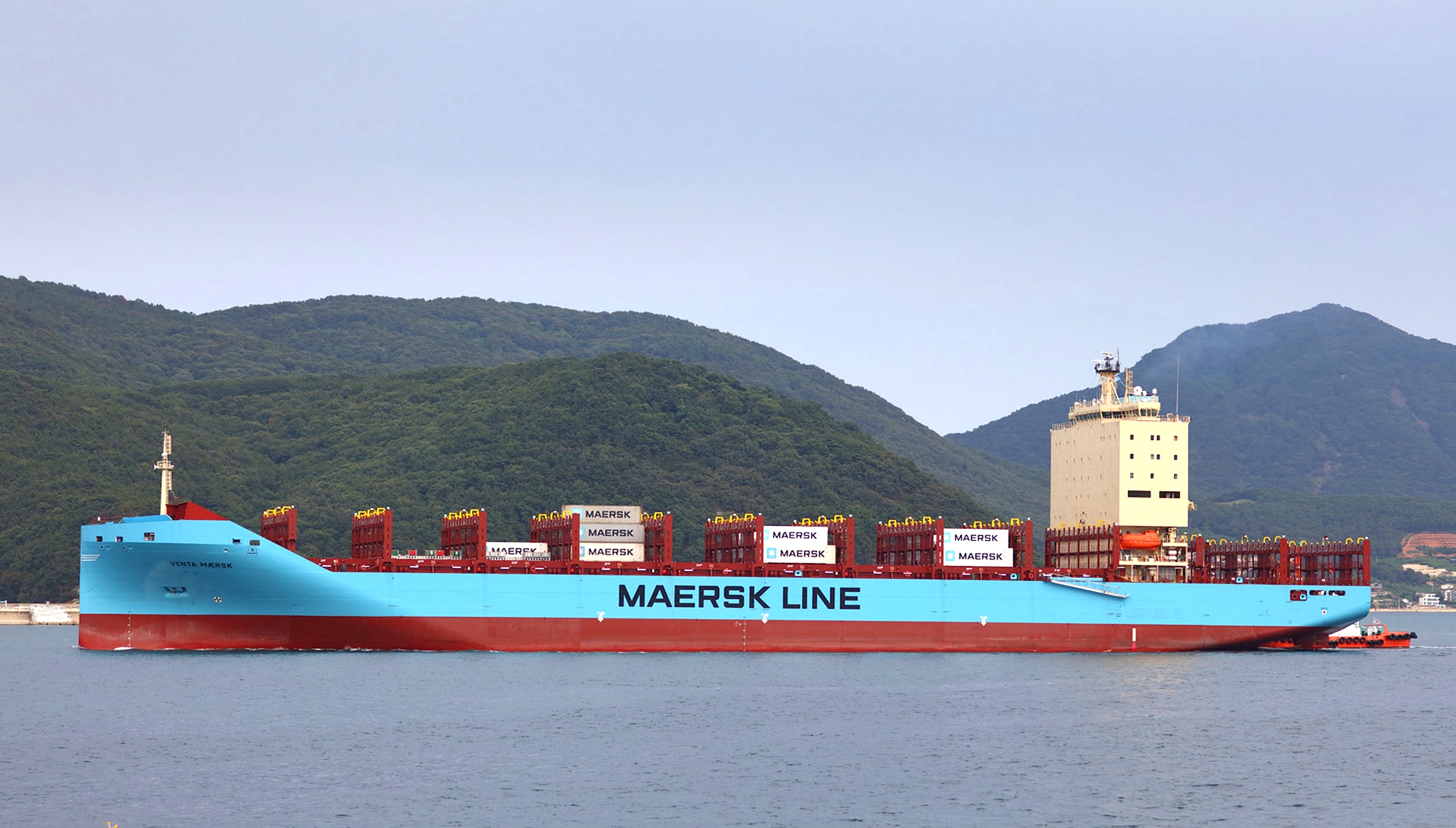 First containership goes north of Russia from Asia to Europe