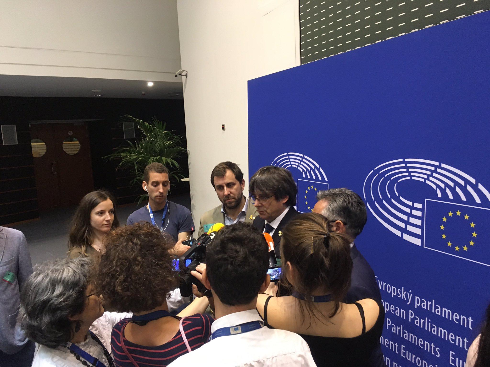 Tajani urged to allow Catalan MEPs into parliament