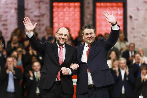 Germany's SPD crowns Schulz, breaks with French partners