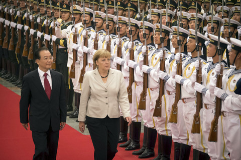 China urges Germany and France to solve euro-crisis