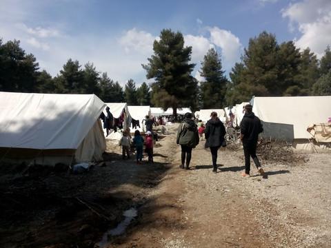 Atenas puede manejar el brote de Covid en el campamento griego 16