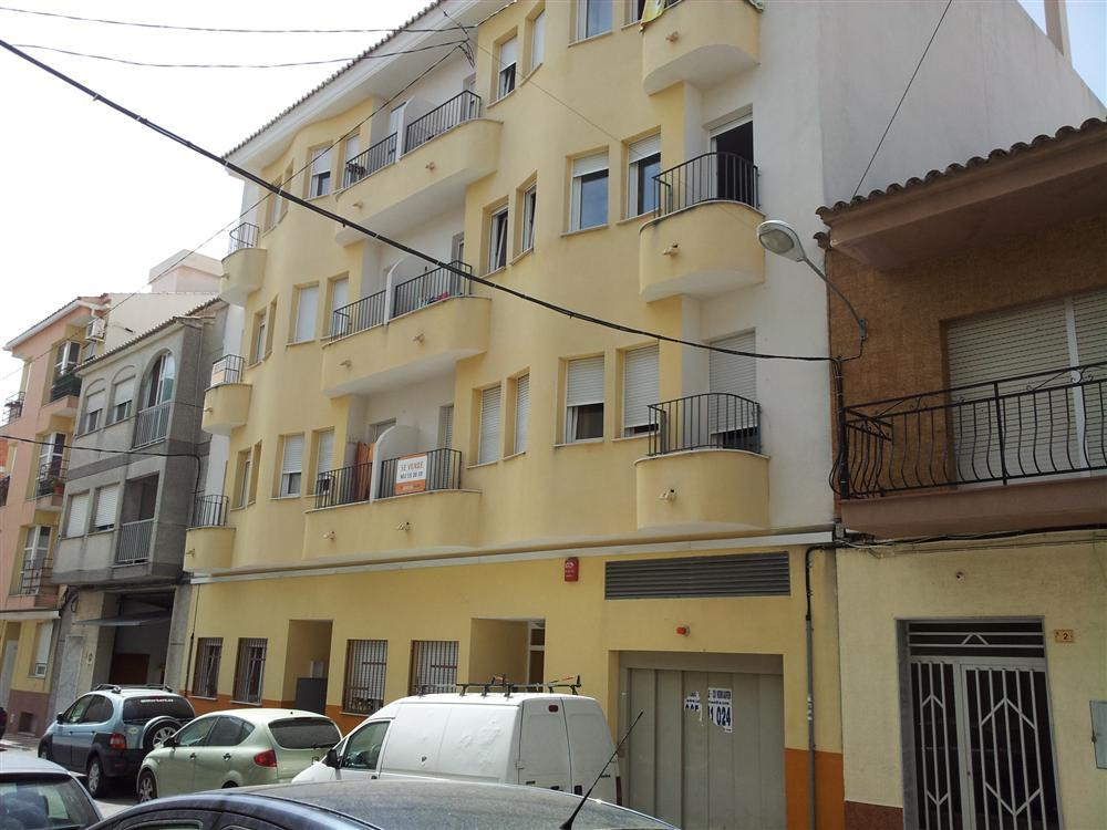 Apartment in good condition and located close to the village, close to shops, close to all amenities, Spain