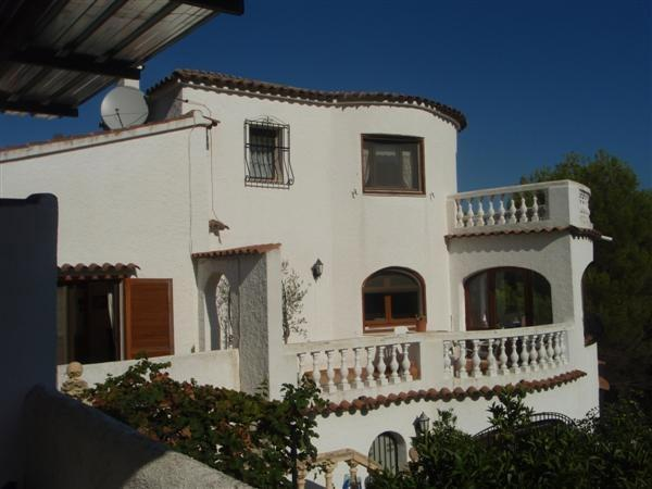 BENIDOLEIG - Large Detached Villa in quiet location and walking distance to the village of Benidolei, Spain