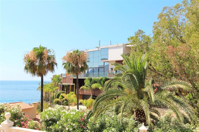 Super luxury villa with high-quality construction. Furnished and decorated with great detail, locate, Spain