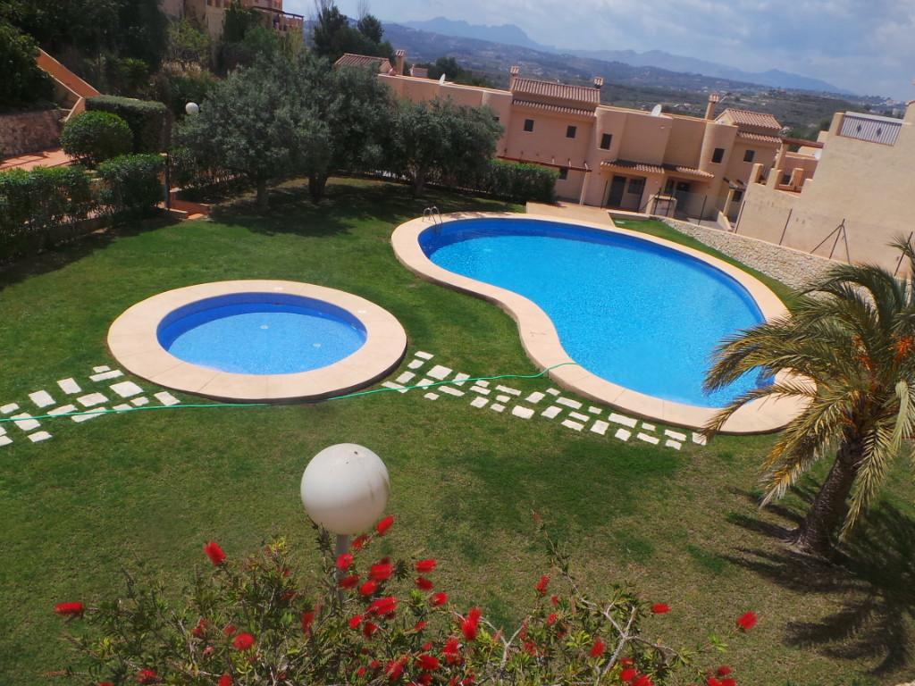 This delightful townhouse has 3 bedrooms and 2 bathrooms, set on 2 floors it has a spacious living a,Spain
