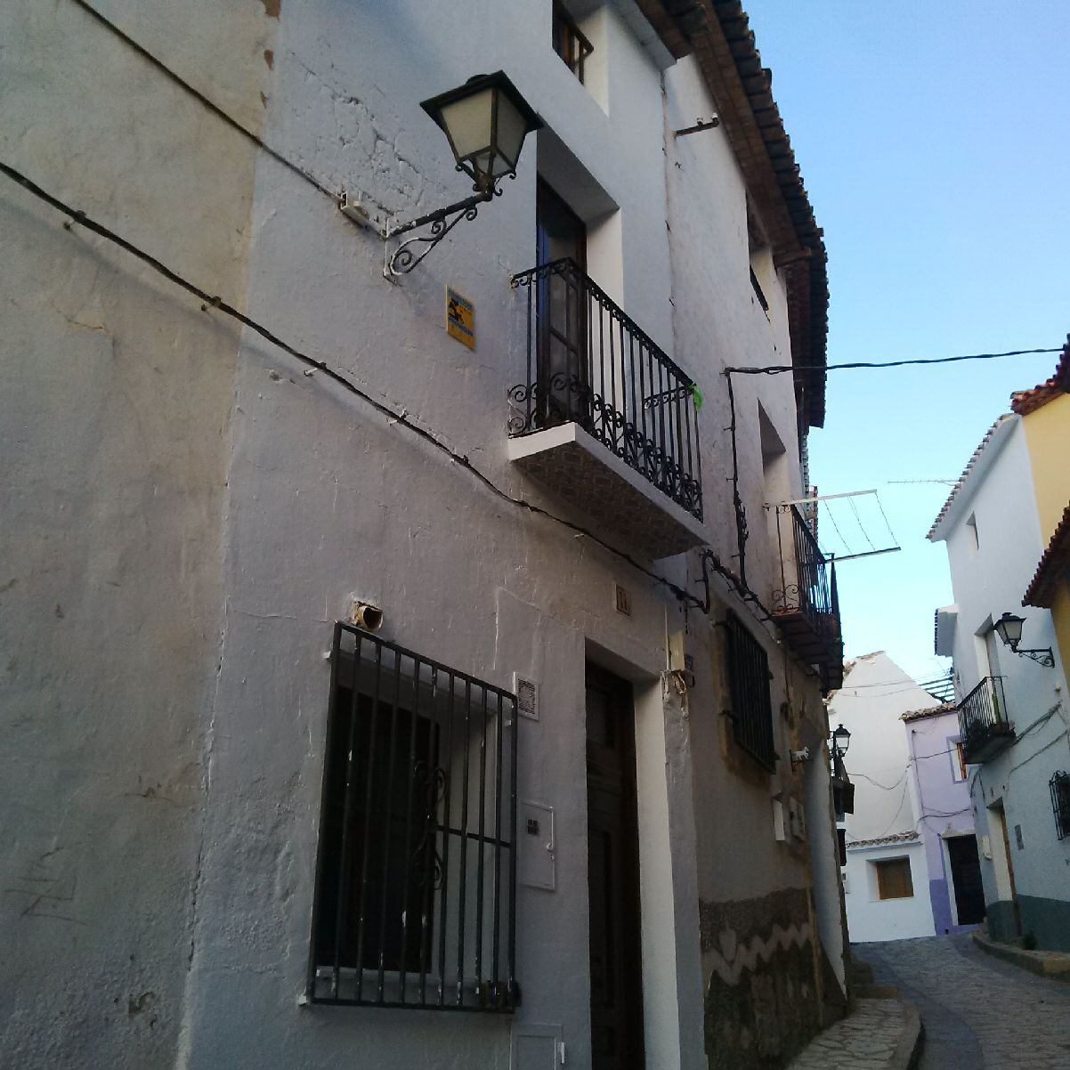 Bank property - Great traditional 3 bedroom town house located in the close to the castle in the old, Spain
