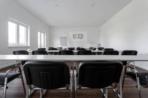 Partyraum Lounge Dachterrasse Seminare Feierlichkeiten Location