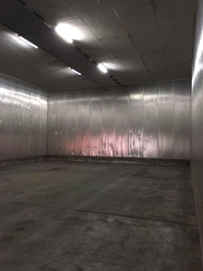 Große isolierte Lagerräume (ehemalige Kühlhäuser) bei Hamburg