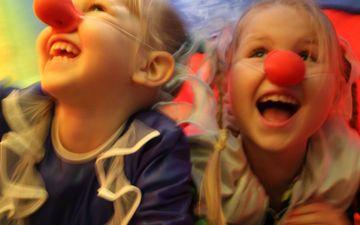Koko perheen jongleeraustyöpajat ja Mielihuvitus-näyttely