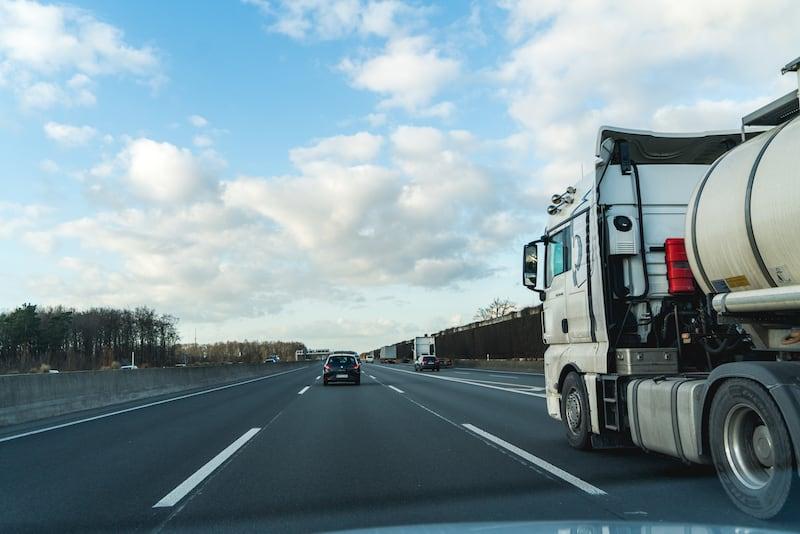 Autobahn_Mittelstreifen-w800px.jpg