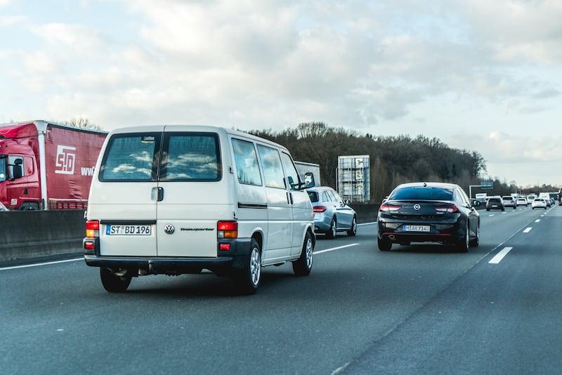 Überholen_auf_Autobahn-w800px.jpg