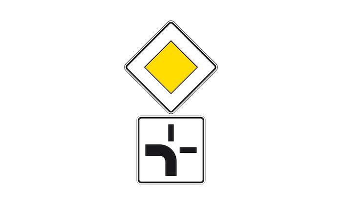 Verkehrszeichen-Zusatzzeichen-abknickende-Vorfahrt.jpg