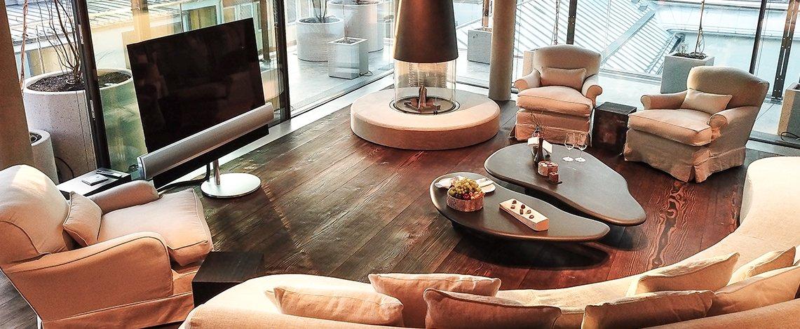 Innenaufnahme des Wohnbereiches der Suite im Hotel Bayerischer Hof