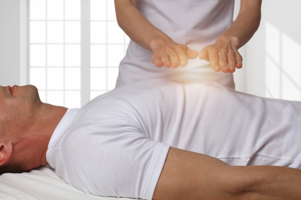 Reiki-Behandlung durch Händeauflegen