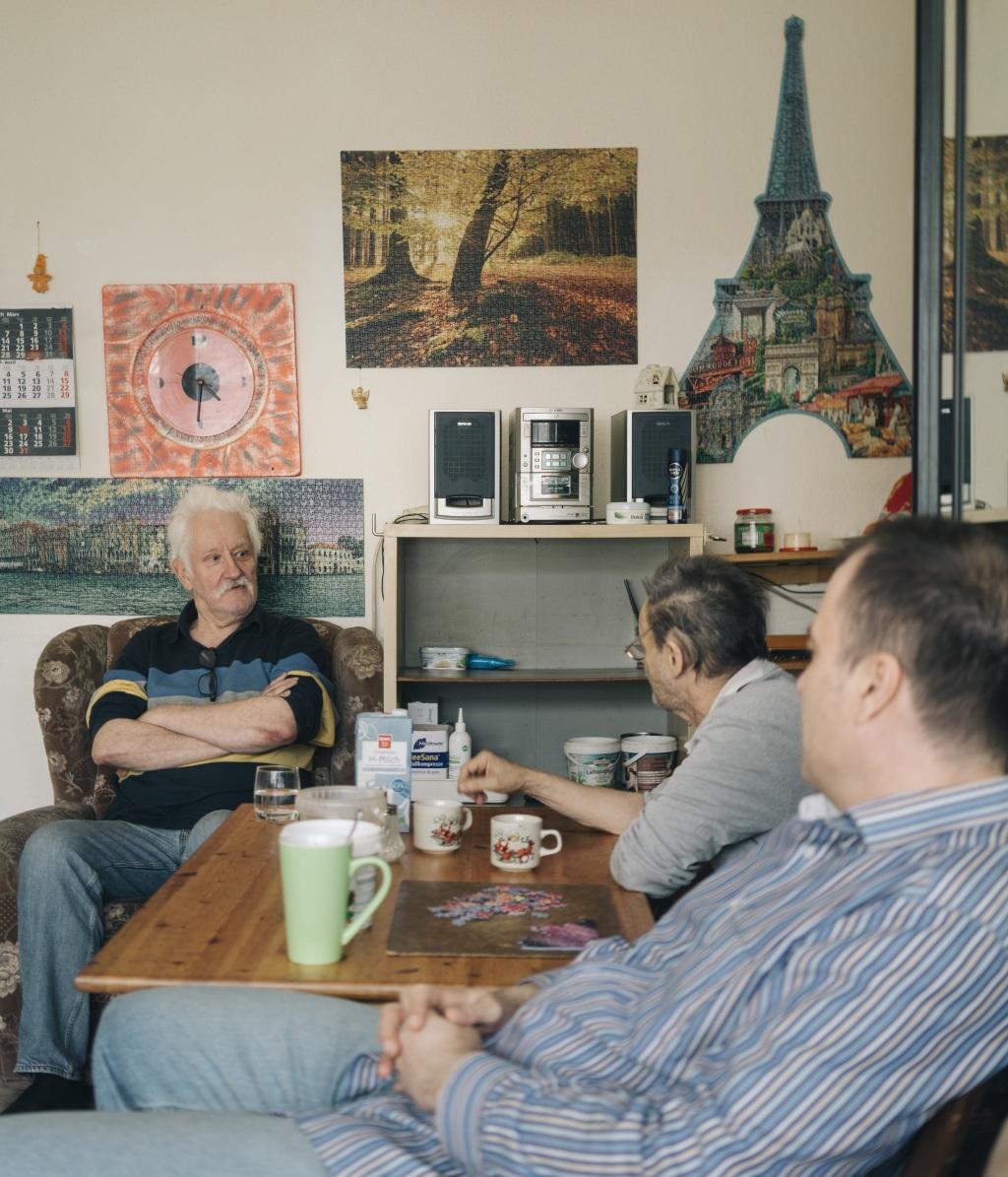 Drei Männer einer Obdachlosen-WG des Franziskusstifts Frankfurt