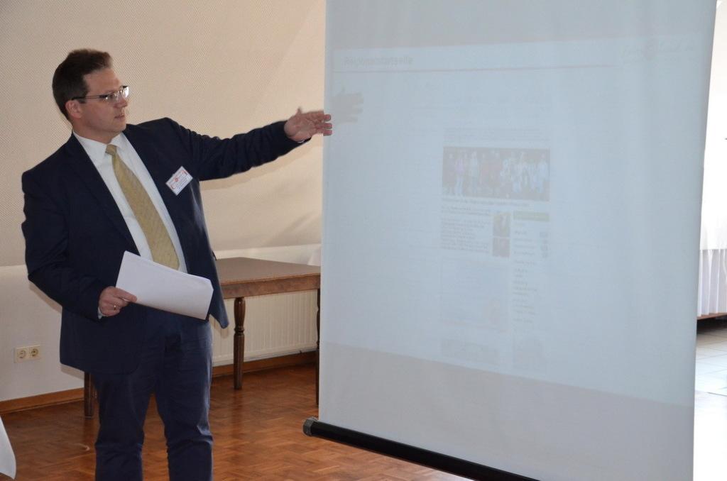 Harald Leyser gibt eine Präsentation beim Botschaftertreffen in Coesfeld 2014
