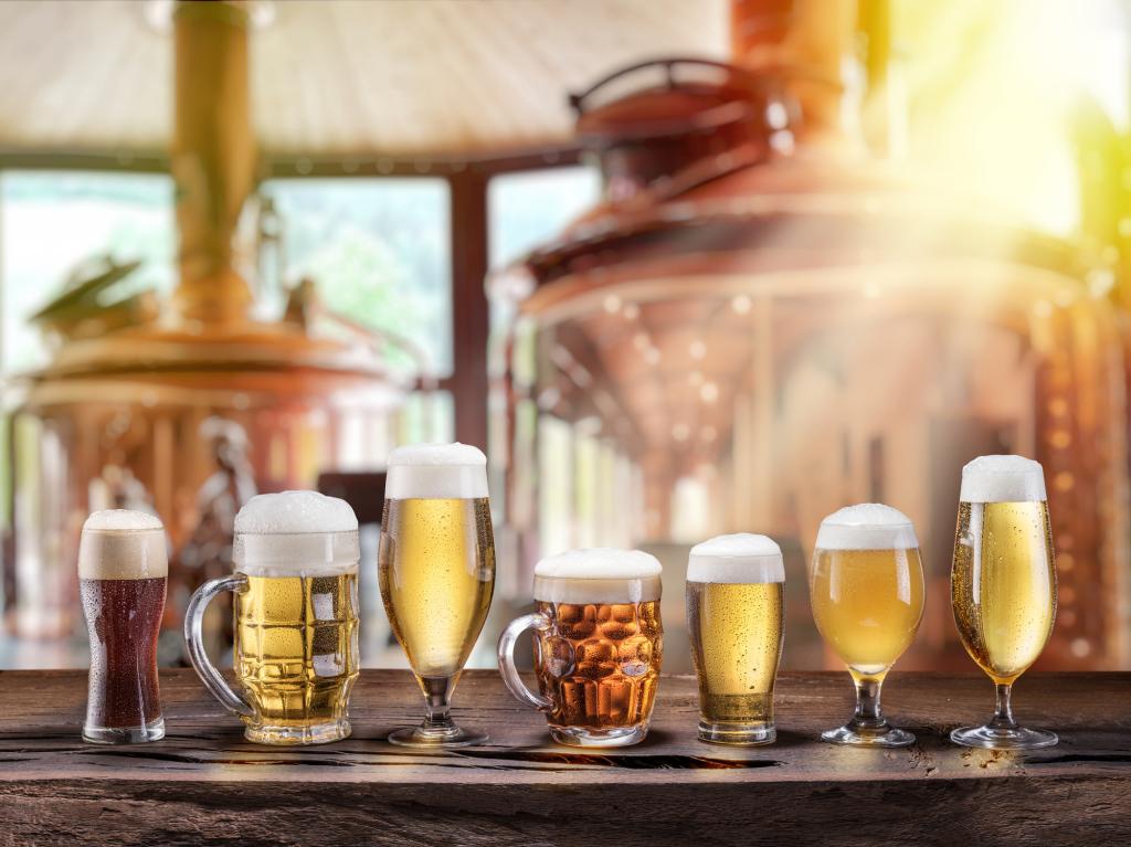 Verschiedene Biersorten in einer Brauerei