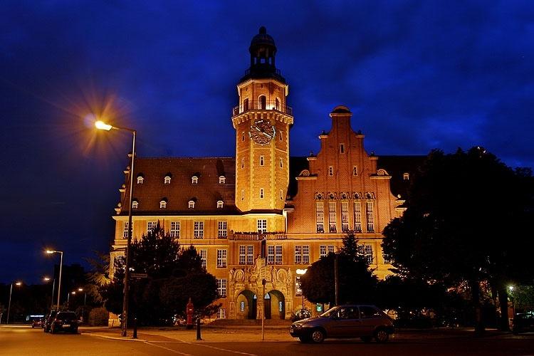 Rathaus R.