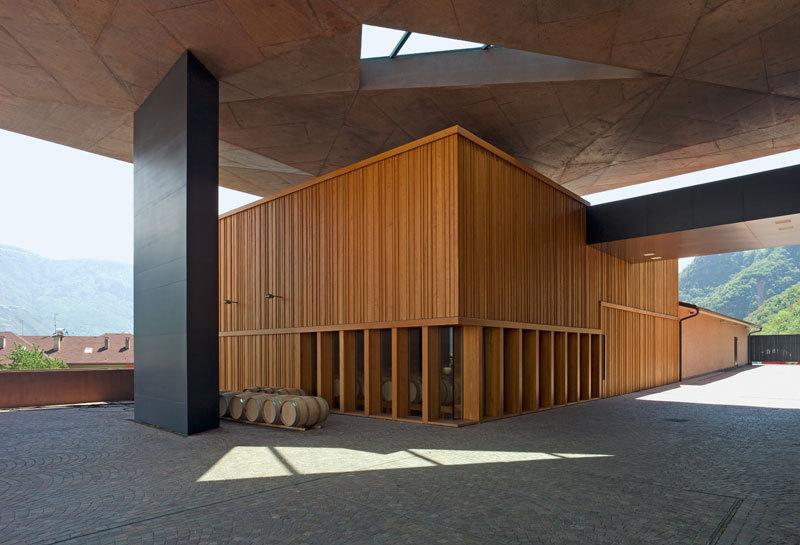 Kellerei Nals Margreid, Barriquekeller, S.170-171 in Die Architektur des Weines © avedition