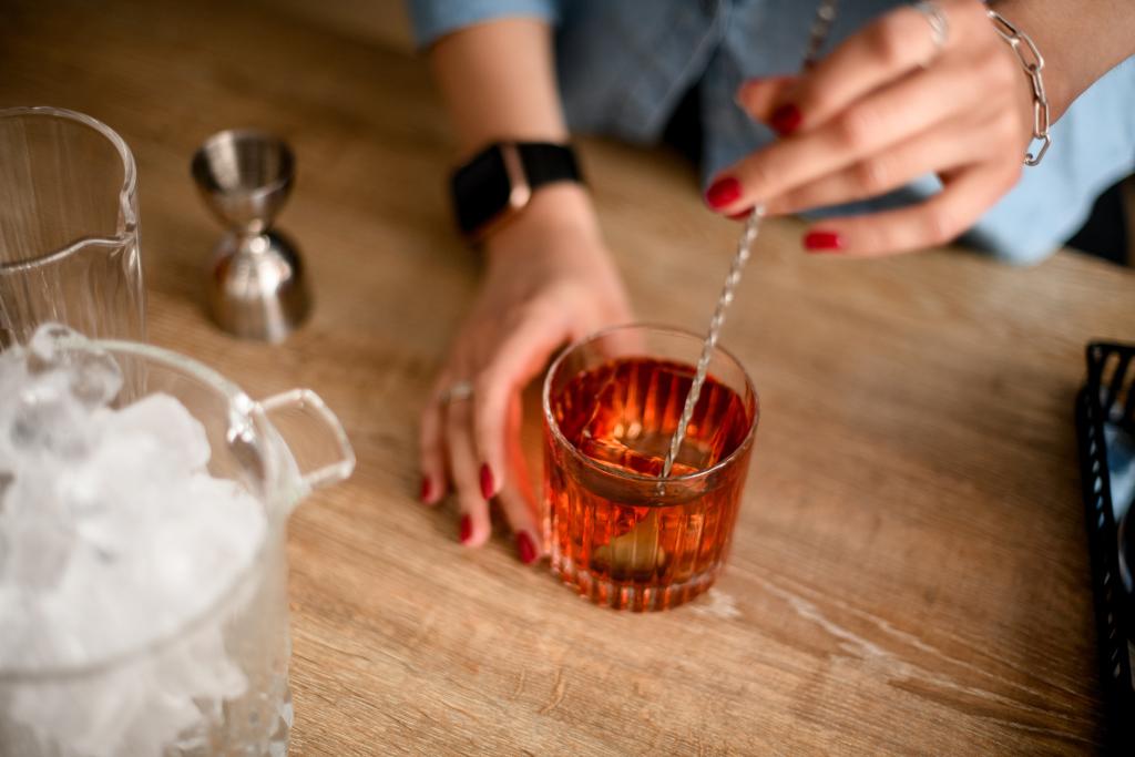 Glas mit rotem Getränk
