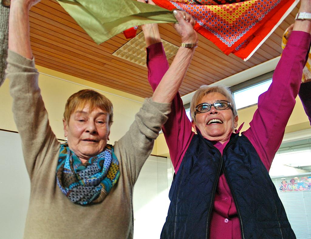 Zwei Frauen beim Lungensport, © Feierabend.de
