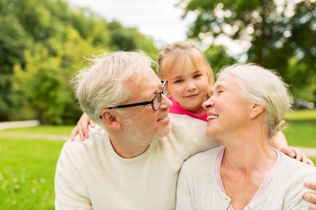 Großeltern mit Enkel