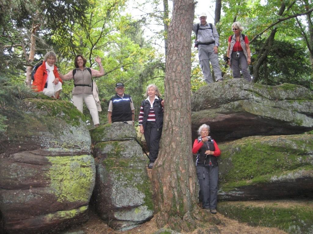 Gruppe vor Höhle