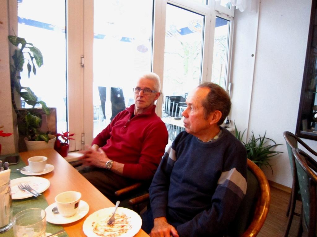 Jürgen und Peter bei Kaffee und Kuchen