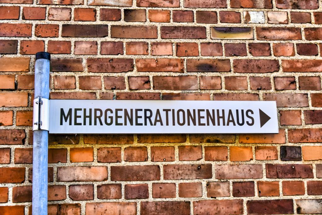 Straßenschild mit Schriftzug