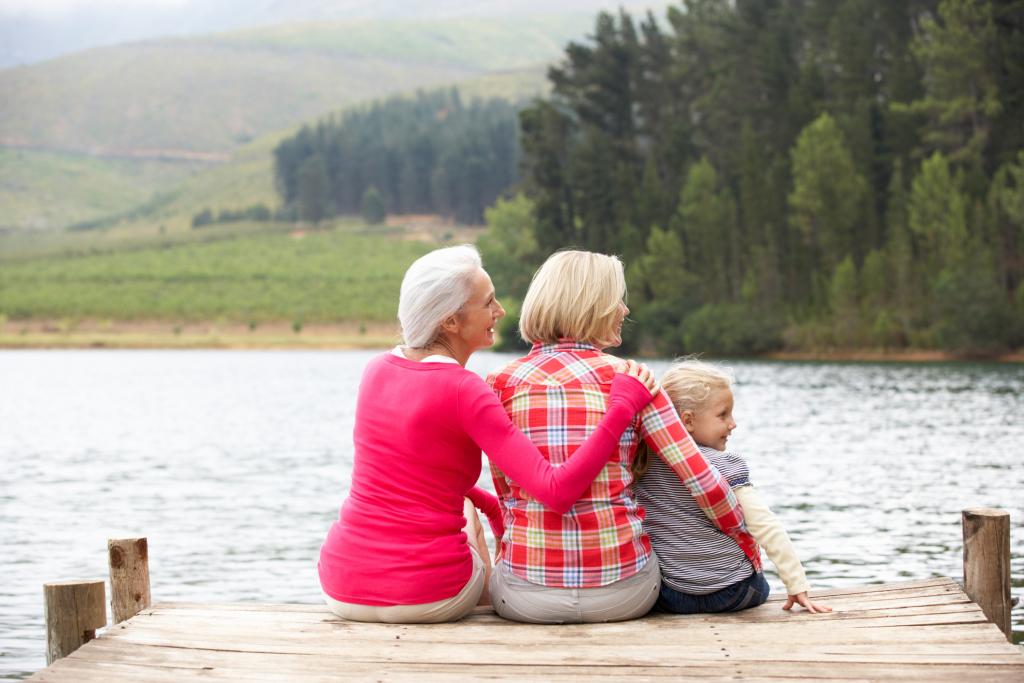 Großmutter, Mutter und Kind