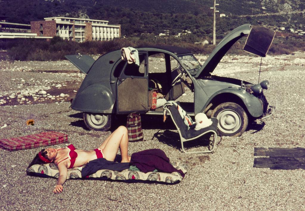 Strandleben 60er Jahre mit Citroën 2CV