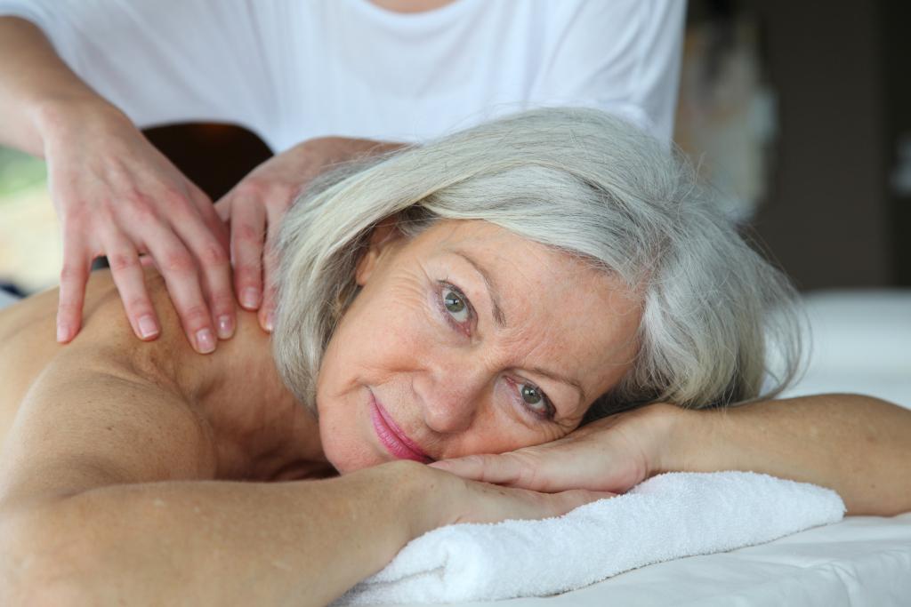 Frau bei einer Wellnessmassage