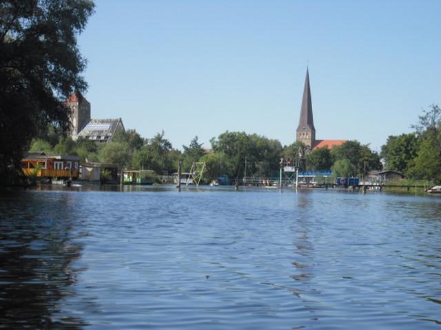 das Ziel ist nahe, die Petrikirche weist den Weg